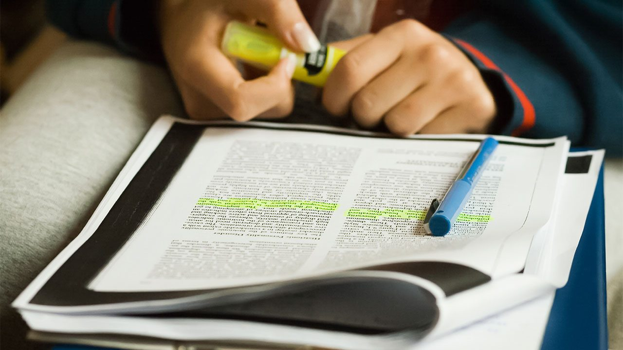 001 Research Paper Cc Careers Highlighting Lines 16x9itokulool1h5 How To Read Papers Fascinating Ppt Full